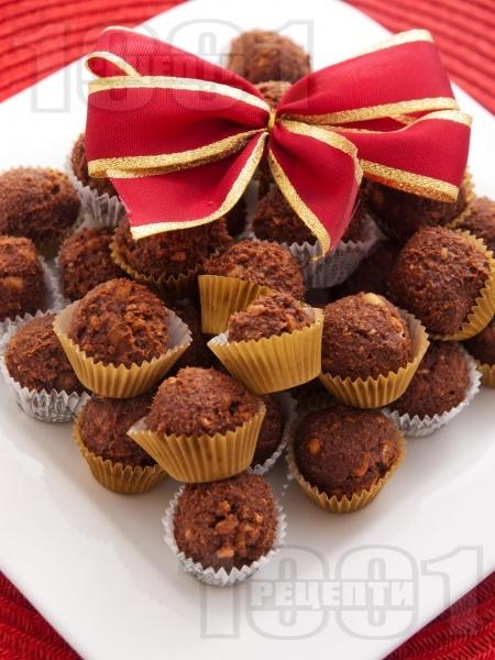 Какаови бонбони (трюфели) от бисквити, какао, масло и орехи - снимка на рецептата